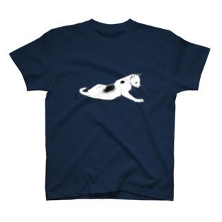 横たわる猫のTシャツ  Tシャツ