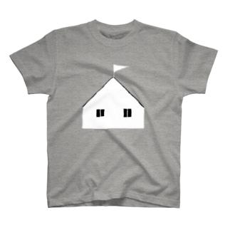 海沿いの丘の家Tシャツ Tシャツ