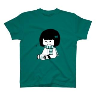 頷くおかっぱ少女 T-shirts