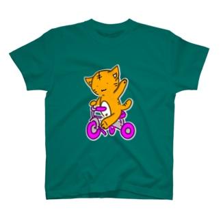 茶トラさん三輪車に乗る T-shirts