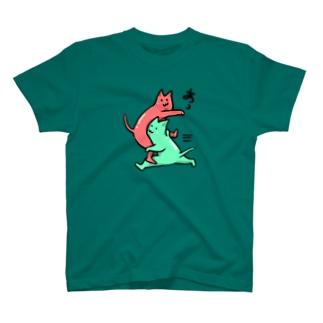 猫がタックル T-shirts