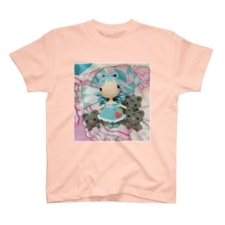 あみぐるみラゼルと3匹の猫 T-Shirt
