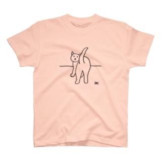 ねこちゃんふりむき T-shirts