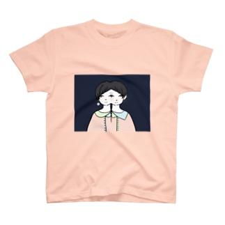 三つ目子 T-shirts