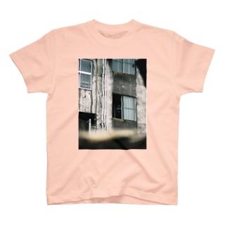 心霊写真(窓の女②) T-shirts