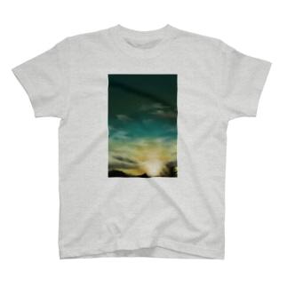 エメラルドグリーンの瞬間 T-shirts
