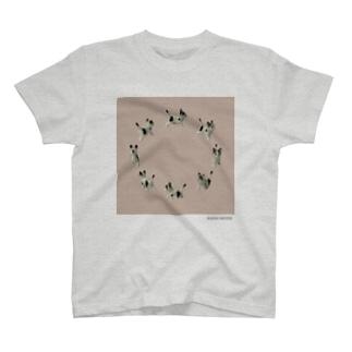 BUNCHO METHOD STOREの【8cats】 ネコの散歩 T-shirts