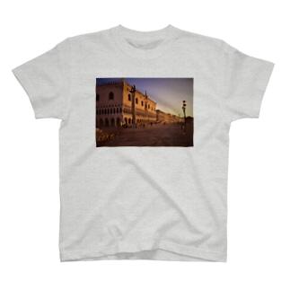ヴェネツィアの朝焼 T-shirts