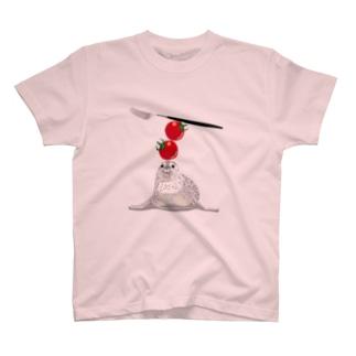 キッチンであそぶアザラシ T-shirts