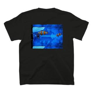 カクレクマノミ T-shirts