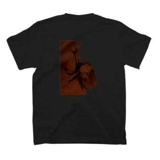 カブトムシついてるぞ T-shirts