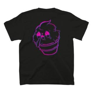 クリームちゃん(バックプリント) T-shirts