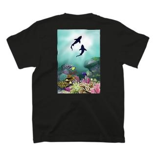 サメと珊瑚礁 T-shirts