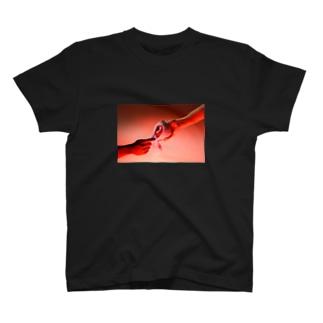 HI・TO・RIじゃない林檎 T-shirts
