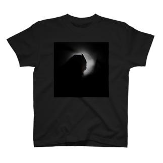 ふくろうと月 T-shirts