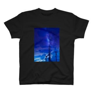 真夜中の送電線 T-shirts
