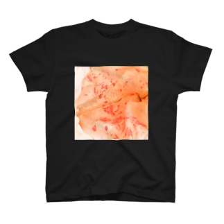 口紅による化粧ポーチ内アクションペインティング Tシャツ