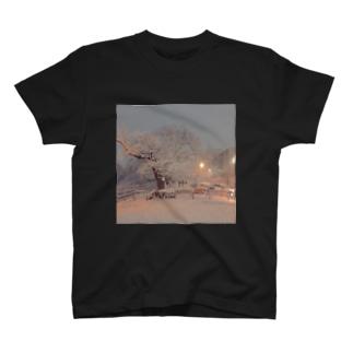 皇居 T-shirts
