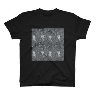 ぐるぐるの闇を彷徨う迷い子 刈り上げさん T-shirts