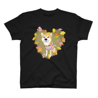 Atelier-Queueの赤柴Ⅳ(花輪②) T-shirts