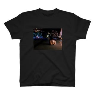 激エモ犬ケツ100円バイク T-shirts