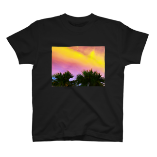 mizuphoto.comの夕焼けとパームツリー T-shirts