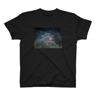 夏と雷雲 T-shirts