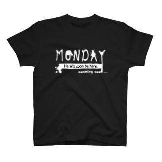 月曜日 T-shirts