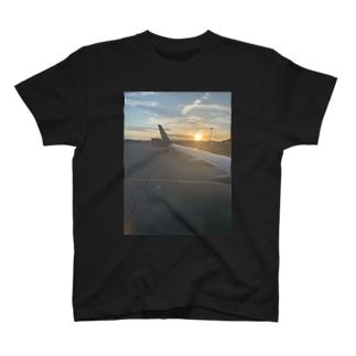 空旅 T-shirts