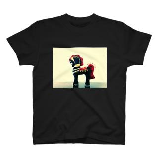 癖ある馬に能あり T-shirts