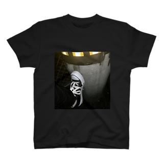 電波妨害 T-shirts