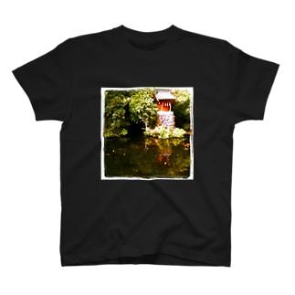 鯉池 T-shirts