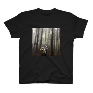 山登り 男の背中 ② T-shirts