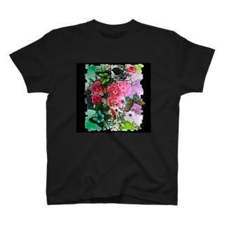 花と蝶々 黒地 T-shirts