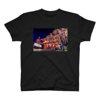 浅草寺 宝蔵門と五重塔としだれ桜 T-shirts