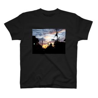 夕暮れの青信号 T-shirts