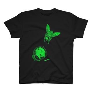 ハエとマンゴスチン T-shirts