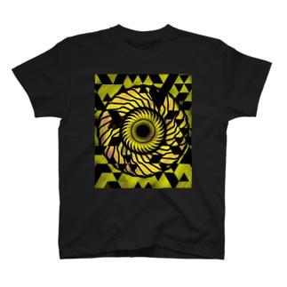 派手目 T-shirts