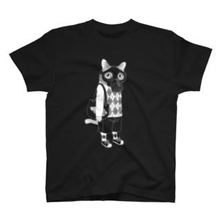 ガスマスクを付けた猫(白) T-shirts