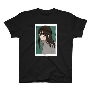 ムッとしがちな女の子 T-shirts