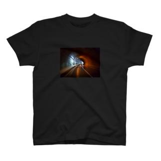 まもなくトンネル出口 T-shirts