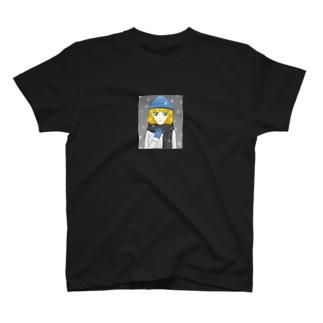 青いニット帽の少女 T-shirts