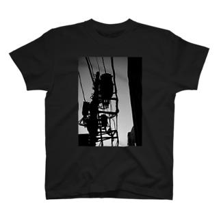 たたずむ電柱 T-shirts