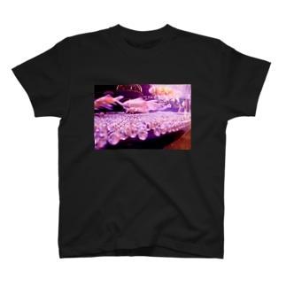 流れに逆行する者 T-shirts