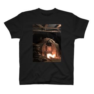 Anagama kiln  T-shirts