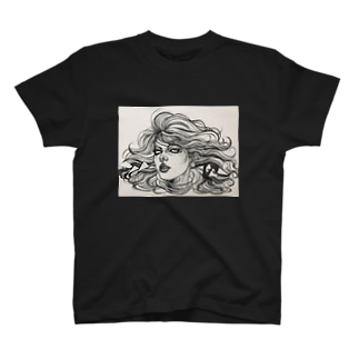 扇情的な女 T-shirts