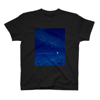 マダラトビエイ星空インストール中 T-shirts