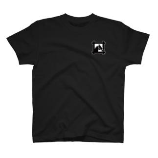 馬紋 窓・併せ馬 T-shirts
