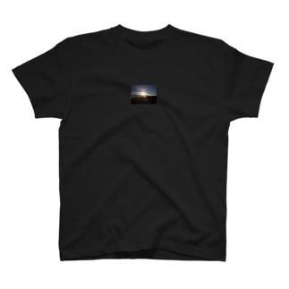 高速上~都県境の夜明け~ T-shirts