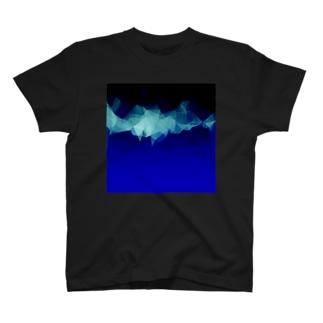 午前4時の雪山 T-shirts